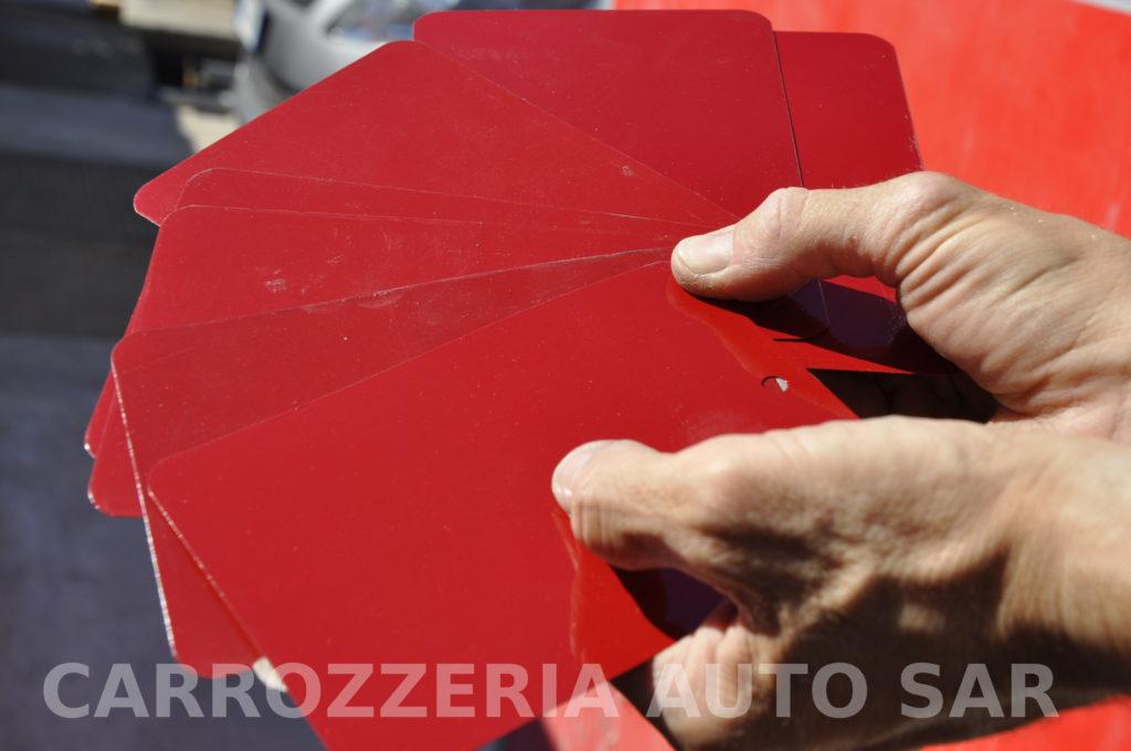 Palette di colore per verniciatura auto prodotte dal colorimetro con tinte consigliate da spettrofotometro